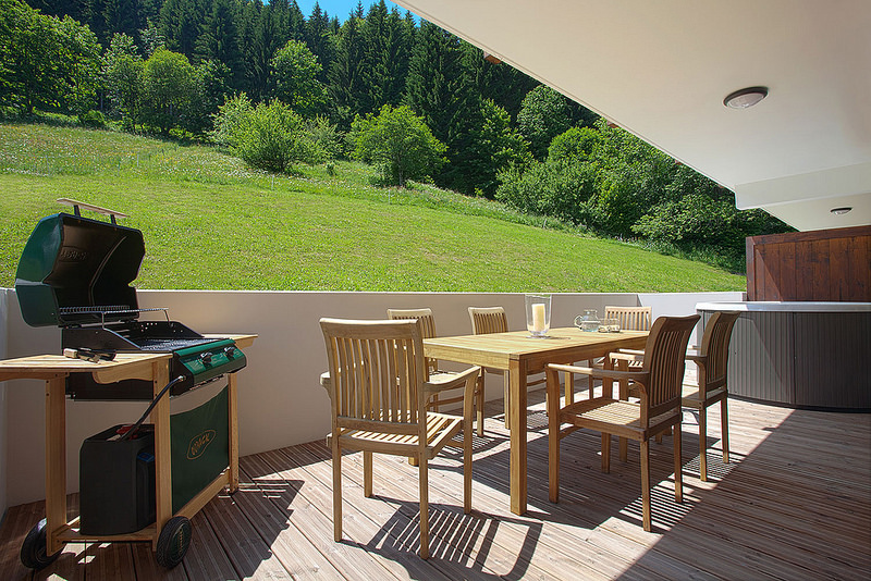 Balcony and hot tub apartment to rent morzine for Balcony hot tub